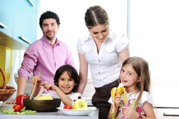 happy-family-in-the-kitchen-cooking-dinner