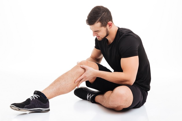 Fitness man injured knee injury
