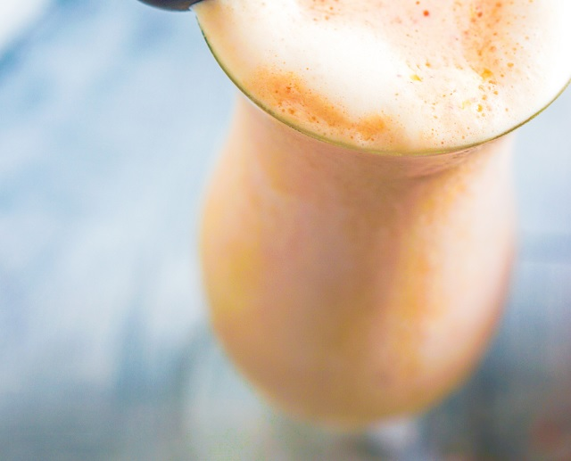 Bee Pollen, Bananas and Mango smoothie