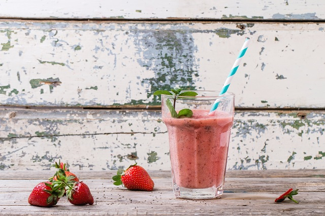 Strawberry-Vanilla Maca Smoothie