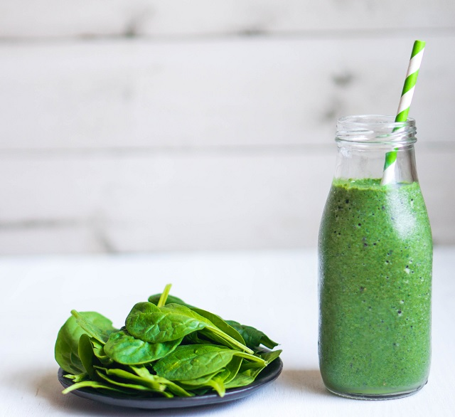 Fruit, Greens and Bee Pollen smoothie